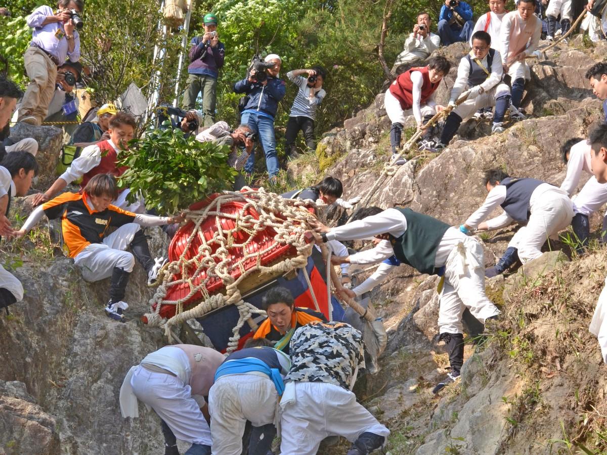 伊庭の坂下し祭り